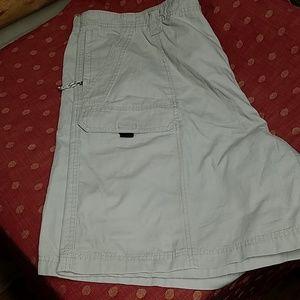 NWOT Wrangler cargo shorts